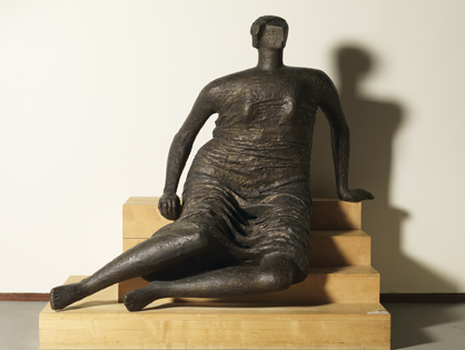 Henry Moore : Draped woman on steps
